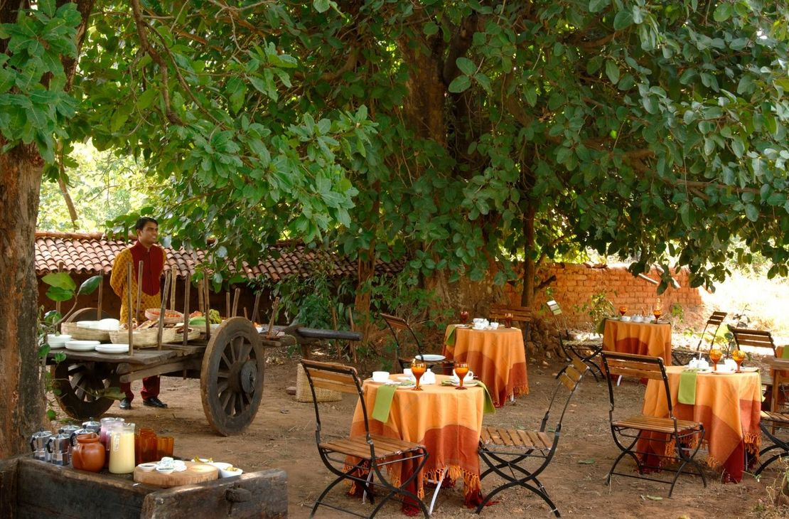 Mahua Kothi Lodge - Outdoor Restaurant