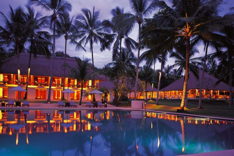 Alila Manggis pool at night-Indonesie