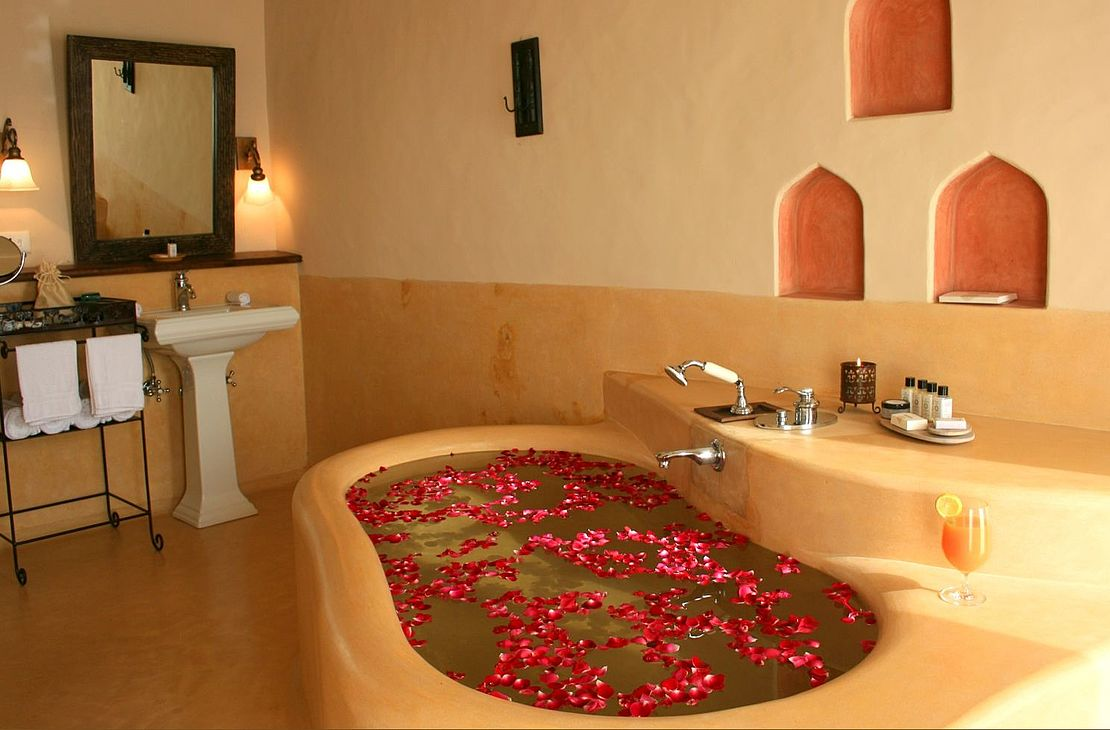 Mihir Garh Fort - Bathroom - India