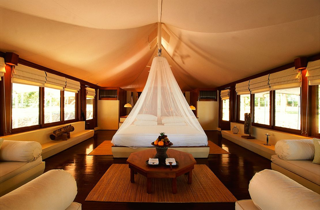 Amanwana tent interior - Indonesie