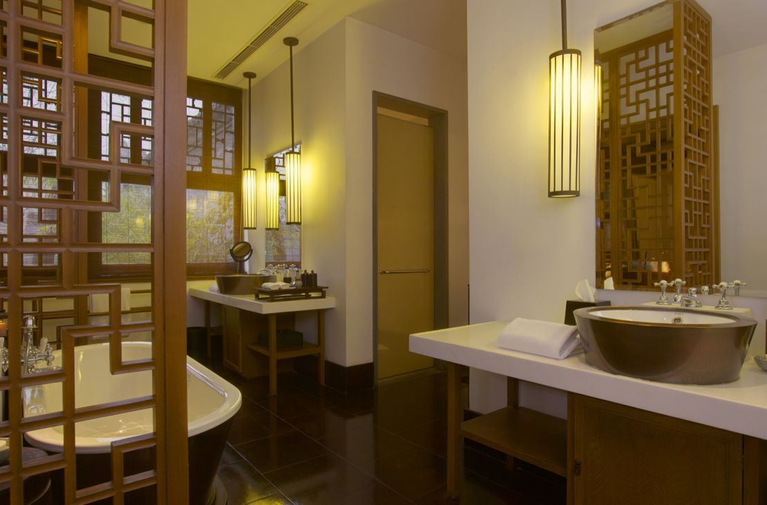 Aman At Summer Palace - Deluxe Suite Bathroom - China