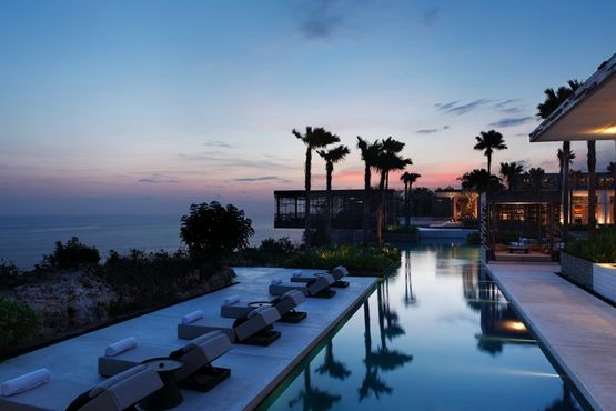 Alila Villas Uluwatu panoramic view of the pool-Indonesie