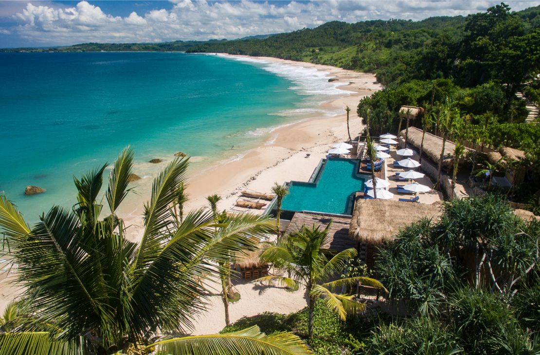 Nihiwatu Sumba Island Nio beach club and pool - Indonesie