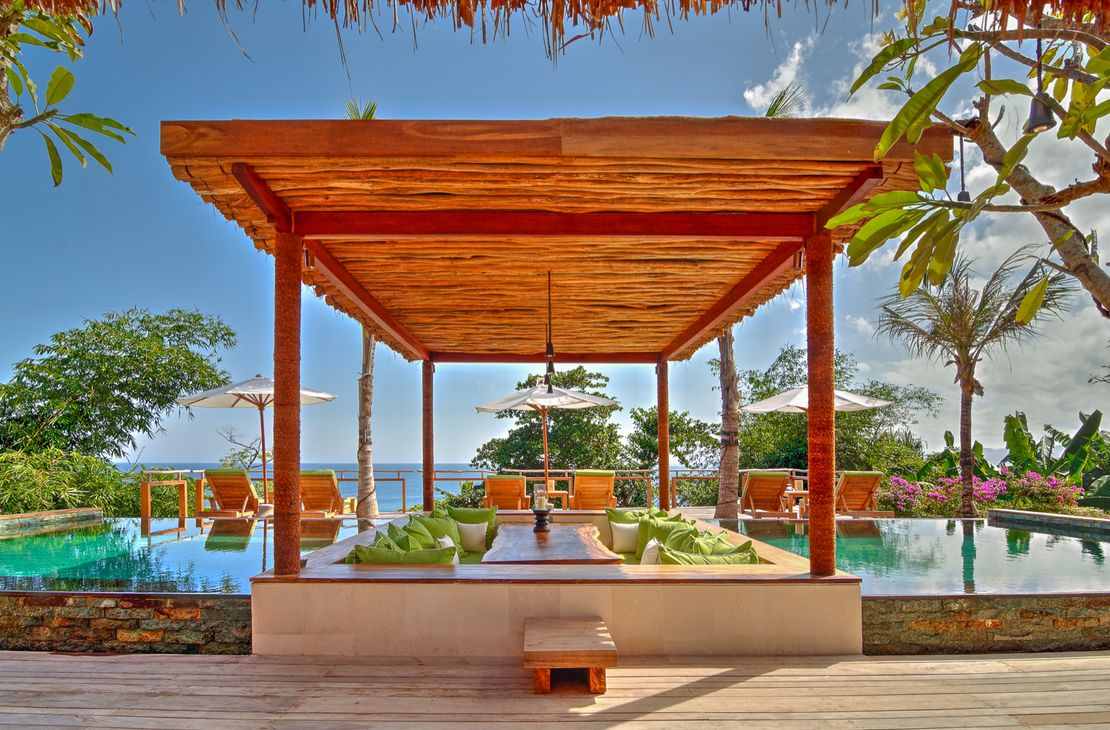 Nihiwatu Sumba Island dining room pool- Indonesie