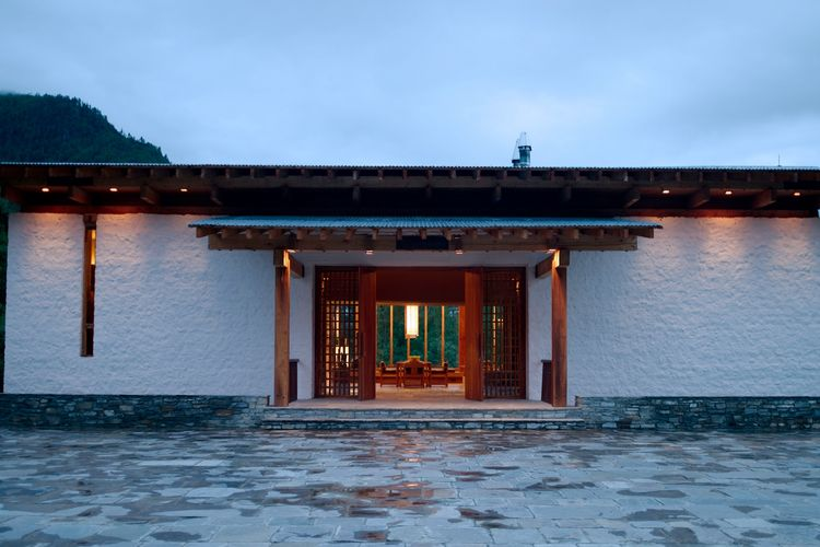 Amankora Paro - Entrance in the evening - Bhutan