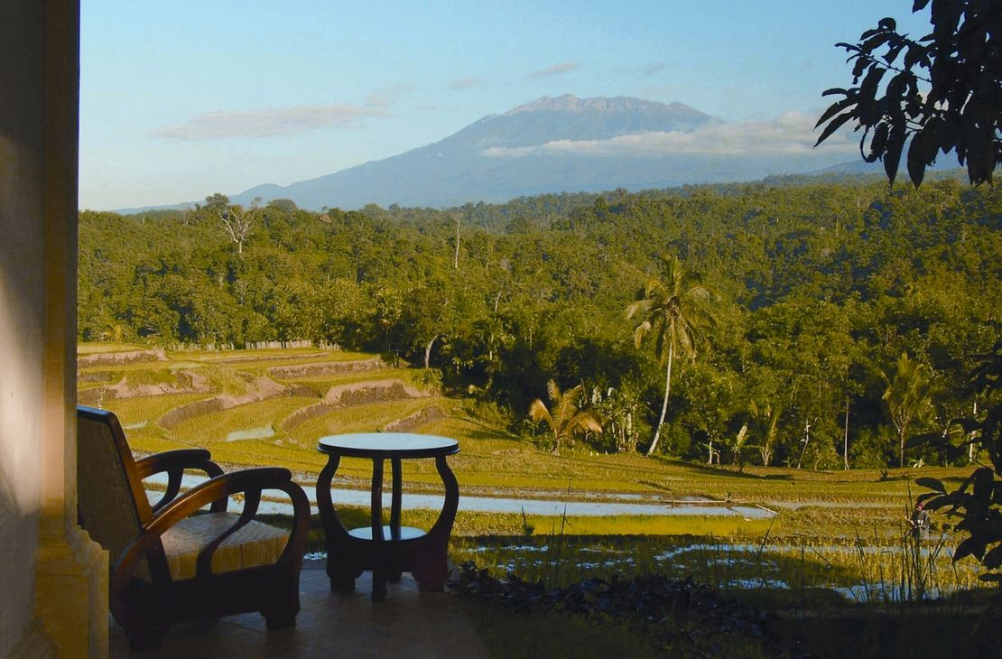 Ijen Resort chairs with a view - Indonesie