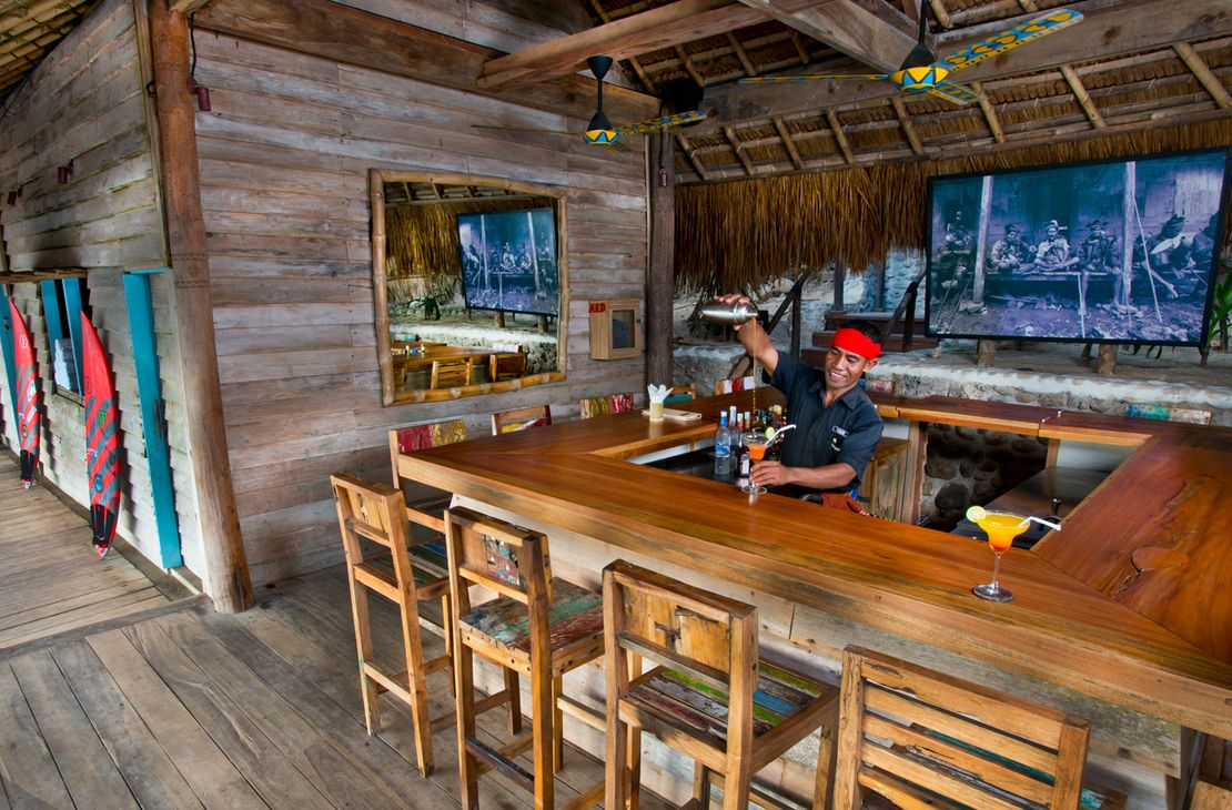 Nihiwatu Sumba Island boathouse cocktails- Indonesie