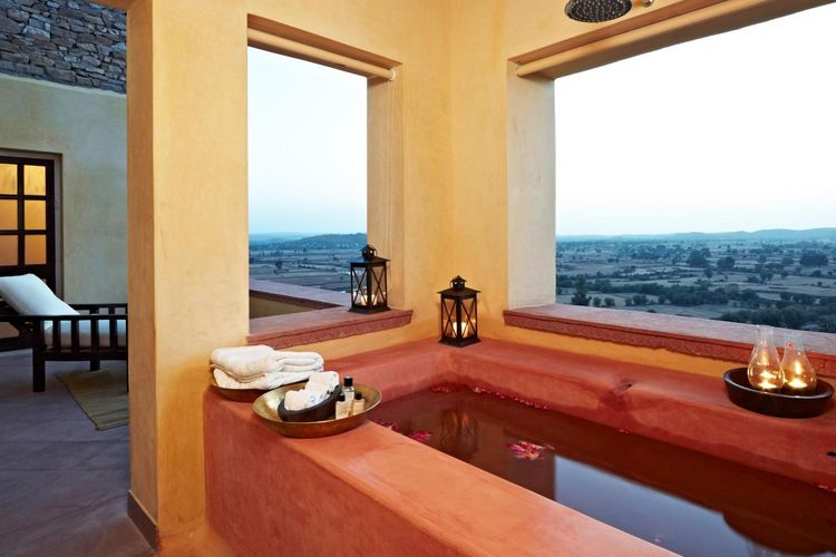 Ramathra Fort - Bathrom With Outdoor Tub - India